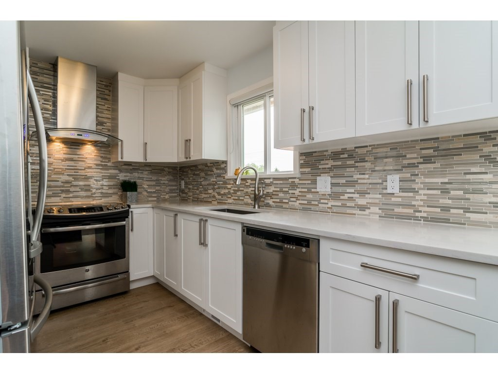 Photo 8: Photos: 21112 95A Avenue in Langley: Walnut Grove House for sale : MLS®# R2198138