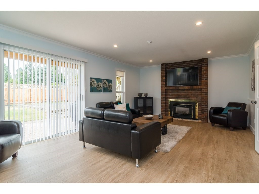 Photo 12: Photos: 21112 95A Avenue in Langley: Walnut Grove House for sale : MLS®# R2198138