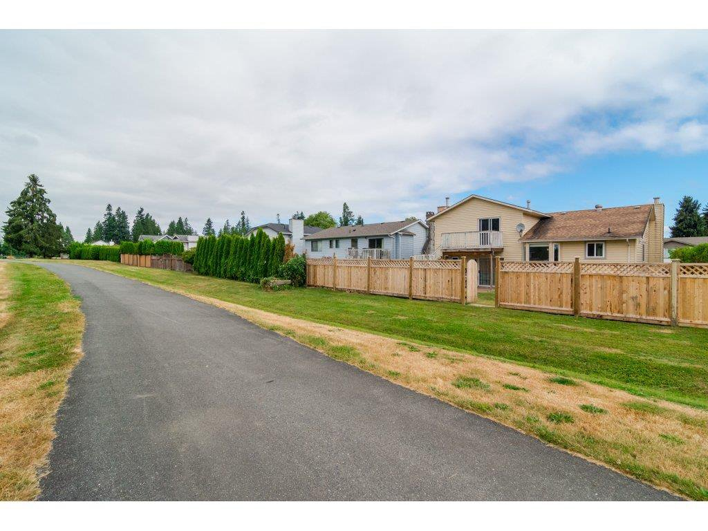 Photo 19: Photos: 21112 95A Avenue in Langley: Walnut Grove House for sale : MLS®# R2198138
