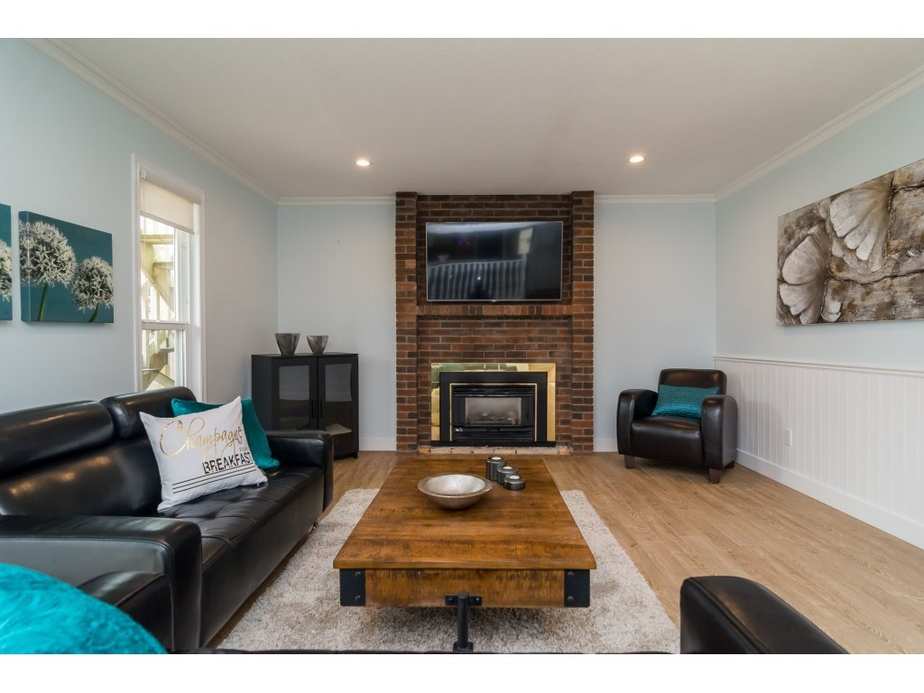 Photo 13: Photos: 21112 95A Avenue in Langley: Walnut Grove House for sale : MLS®# R2198138