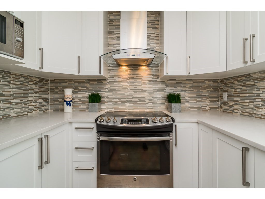 Photo 9: Photos: 21112 95A Avenue in Langley: Walnut Grove House for sale : MLS®# R2198138