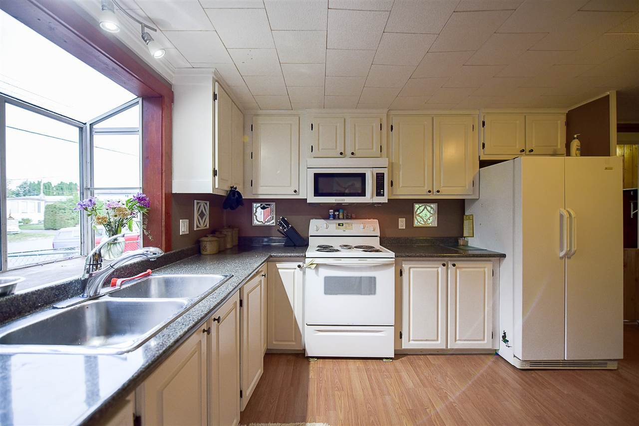 Photo 6: Photos: 31555 OAKRIDGE Crescent in Abbotsford: Poplar Manufactured Home for sale : MLS®# R2208110