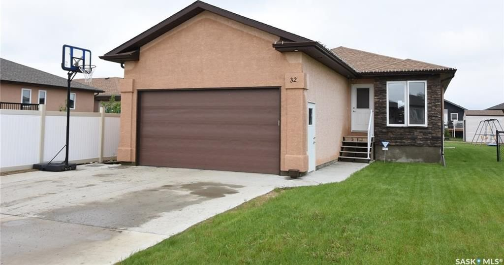 Main Photo: 32 Paradise Circle in White City: Residential for sale : MLS®# SK736720