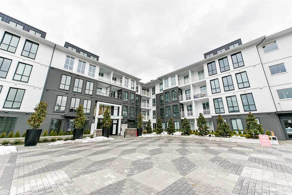 "Main Photo: 214 14968 101A Avenue in Surrey: Guildford Condo for sale in ""GUILDHOUSE"" (North Surrey)  : MLS®# R2357072"