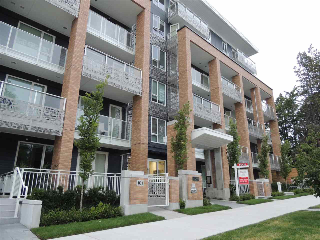 "Main Photo: 502 6933 CAMBIE Street in Vancouver: South Cambie Condo for sale in ""Cambria Park"" (Vancouver West)  : MLS®# R2391649"
