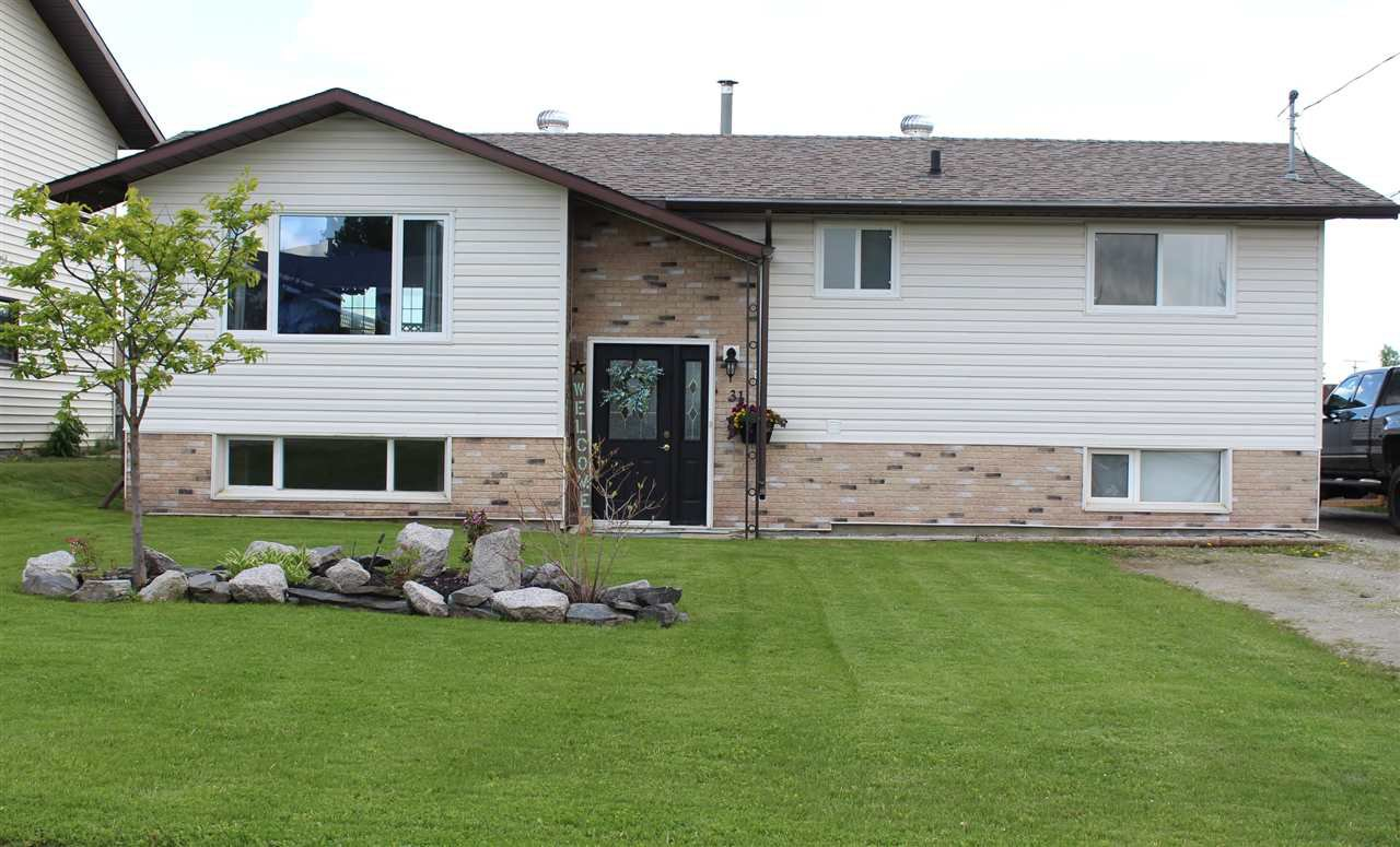 Main Photo: 31 MUNRO Crescent in Mackenzie: Mackenzie -Town House for sale (Mackenzie (Zone 69))  : MLS®# R2462403