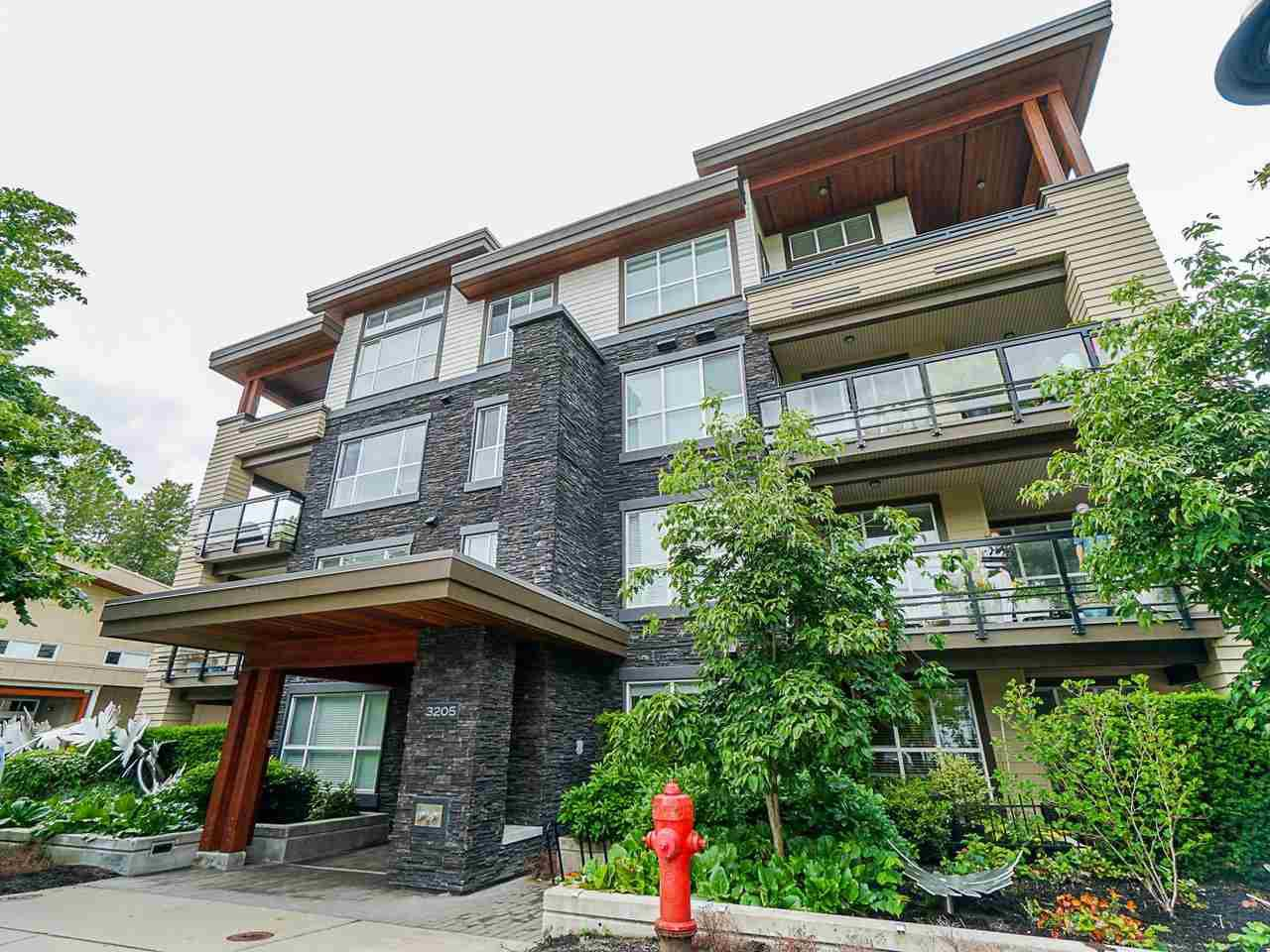 "Main Photo: 302 3205 MOUNTAIN Highway in North Vancouver: Lynn Valley Condo for sale in ""Mill House"" : MLS®# R2464769"