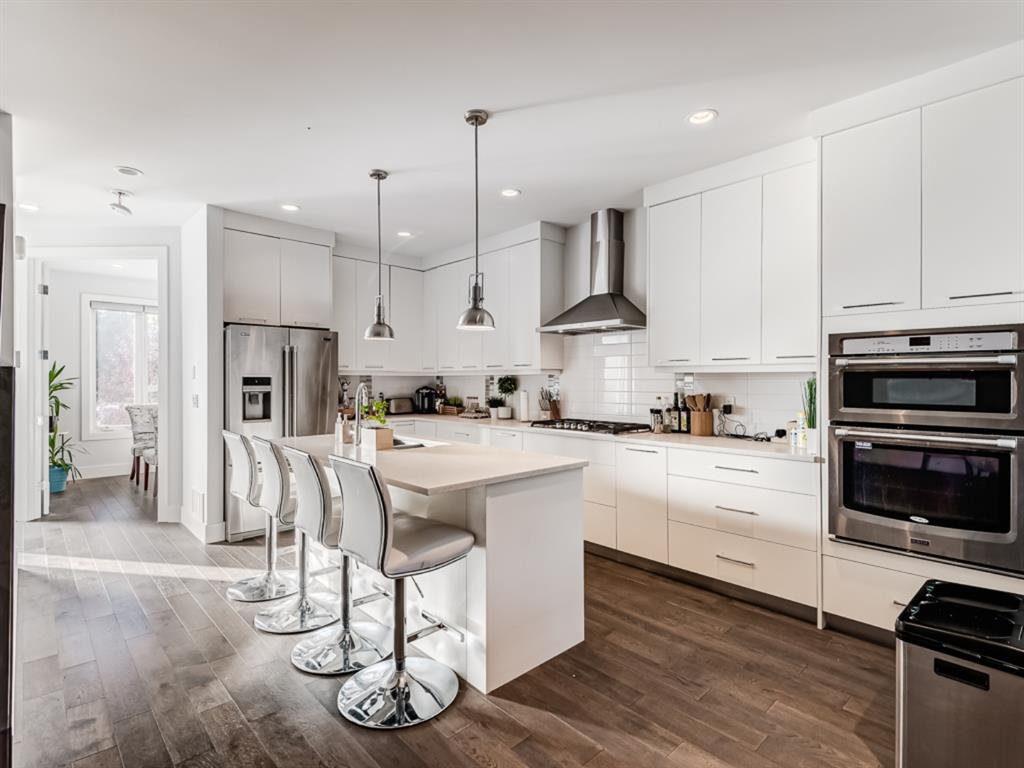 Beautiful Kitchen With Quartz Countertops and Top of the line appliances