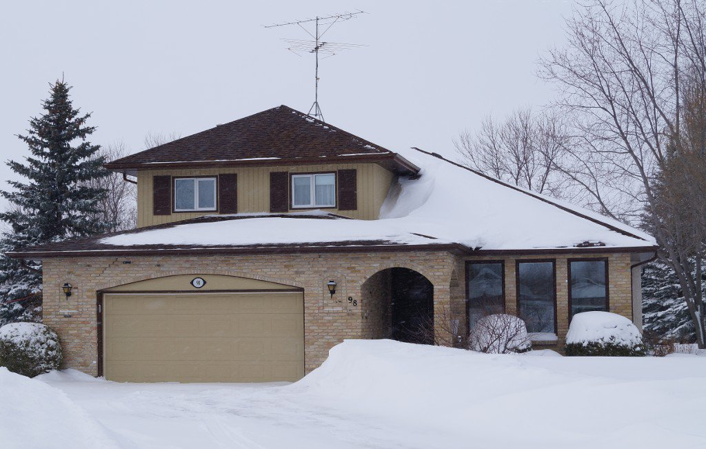"SS 22 March. GREAT LOCATION! Impressive Custom Built 1942 sf 3 Bedroom 1-1/2 storey ""ARLT Home"" on Gorgeous Mature Treed & Landscaped Pie Lot on Prime Bay in Oakbank. AT2 24x22 Garage insulated & drywalled."