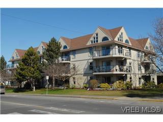 Main Photo: 107 2211 Shelbourne Street in Victoria: Vi Jubilee Condo for sale : MLS®# 259830