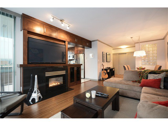 """Main Photo: 905 140 E 14TH Street in North Vancouver: Central Lonsdale Condo for sale in """"SPRINGHILL PLACE"""" : MLS®# V1062590"""