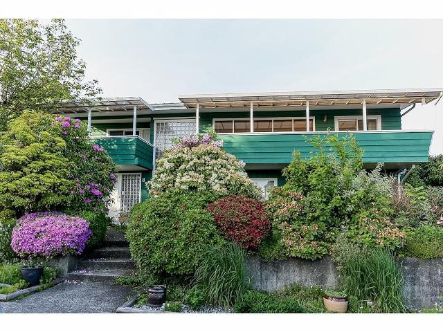 "Main Photo: 835 JACKSON Crescent in New Westminster: The Heights NW House for sale in ""MASSEY HEIGHTS"" : MLS®# V1065914"
