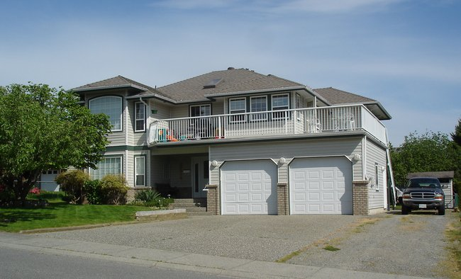 Main Photo: 27075 25th Avenue in Langley: Home for sale