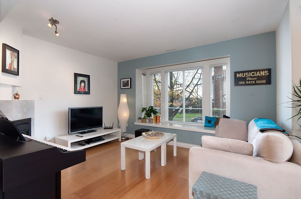 Main Photo: 1108 ST. GEORGES Avenue in North Vancouver: Central Lonsdale House 1/2 Duplex for sale : MLS®# R2119119