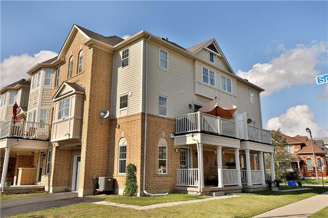 Main Photo: 949 Sprague Place in Milton: Coates House (3-Storey) for sale : MLS®# W3917461