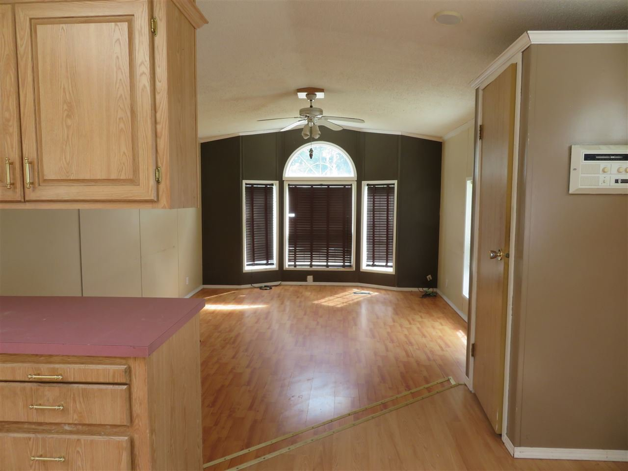 """Photo 4: Photos: 31 2963 KLAHANNI Drive in Fort Nelson: Fort Nelson -Town Manufactured Home for sale in """"KLAHANNI PARK"""" (Fort Nelson (Zone 64))  : MLS®# R2377854"""