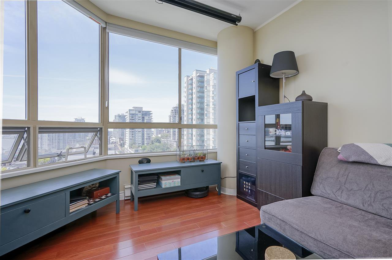 """Photo 3: Photos: 903 328 CLARKSON Street in New Westminster: Downtown NW Condo for sale in """"Highbourne Towers"""" : MLS®# R2381297"""