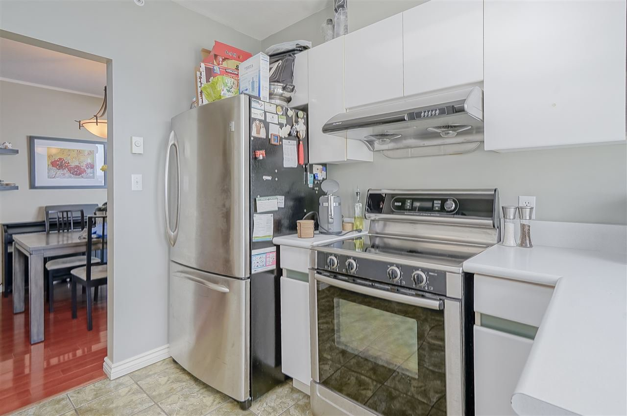 """Photo 8: Photos: 903 328 CLARKSON Street in New Westminster: Downtown NW Condo for sale in """"Highbourne Towers"""" : MLS®# R2381297"""