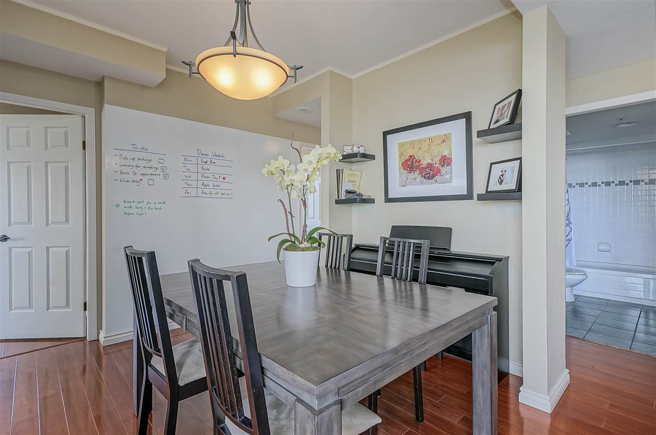"""Photo 5: Photos: 903 328 CLARKSON Street in New Westminster: Downtown NW Condo for sale in """"Highbourne Towers"""" : MLS®# R2381297"""