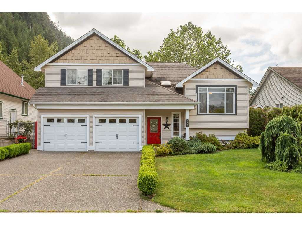 "Main Photo: 530 DRIFTWOOD Avenue: Harrison Hot Springs House for sale in ""Harrison Hot Springs"" : MLS®# R2383473"