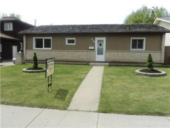 Main Photo: 910 Coppermine Crescent in Saskatoon: River Heights Single Family Dwelling for sale (Saskatoon Area 03)  : MLS®# 404525