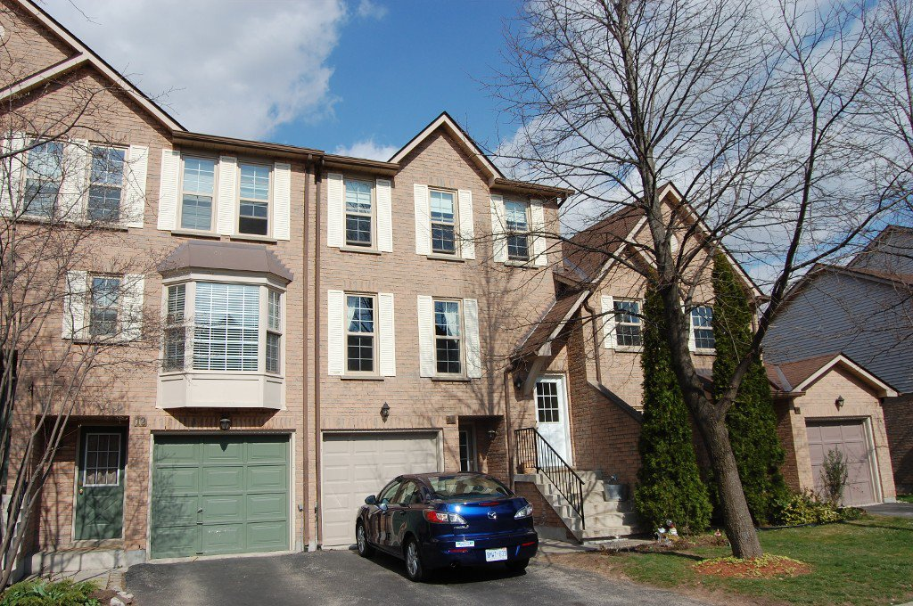 Main Photo: 11 2272 Mowat in Oakville: Condo for sale : MLS®# 2040890