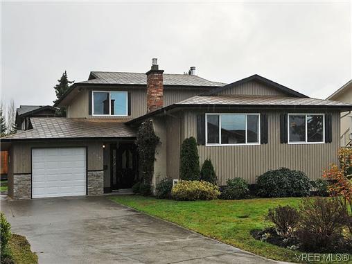 Main Photo: 817 Kildonan Rd in Victoria: SE High Quadra Single Family Detached for sale (Saanich East)  : MLS®# 317920
