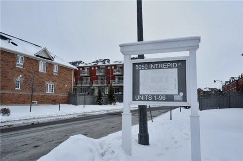 Main Photo: 127 5050 Intrepid Drive in Mississauga: Churchill Meadows Condo for sale : MLS®# W3112623