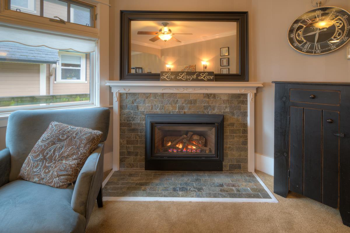 Photo 3: Photos: 216 SIXTH AVENUE in New Westminster: Queens Park House for sale : MLS®# R2157969