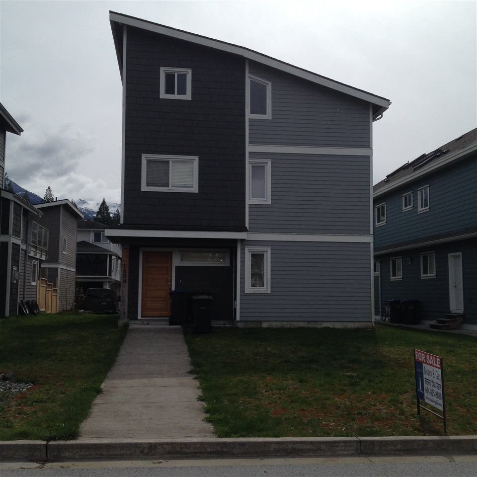 Main Photo: 1808 WILLOW Crescent in Squamish: Garibaldi Estates House for sale : MLS®# R2258398