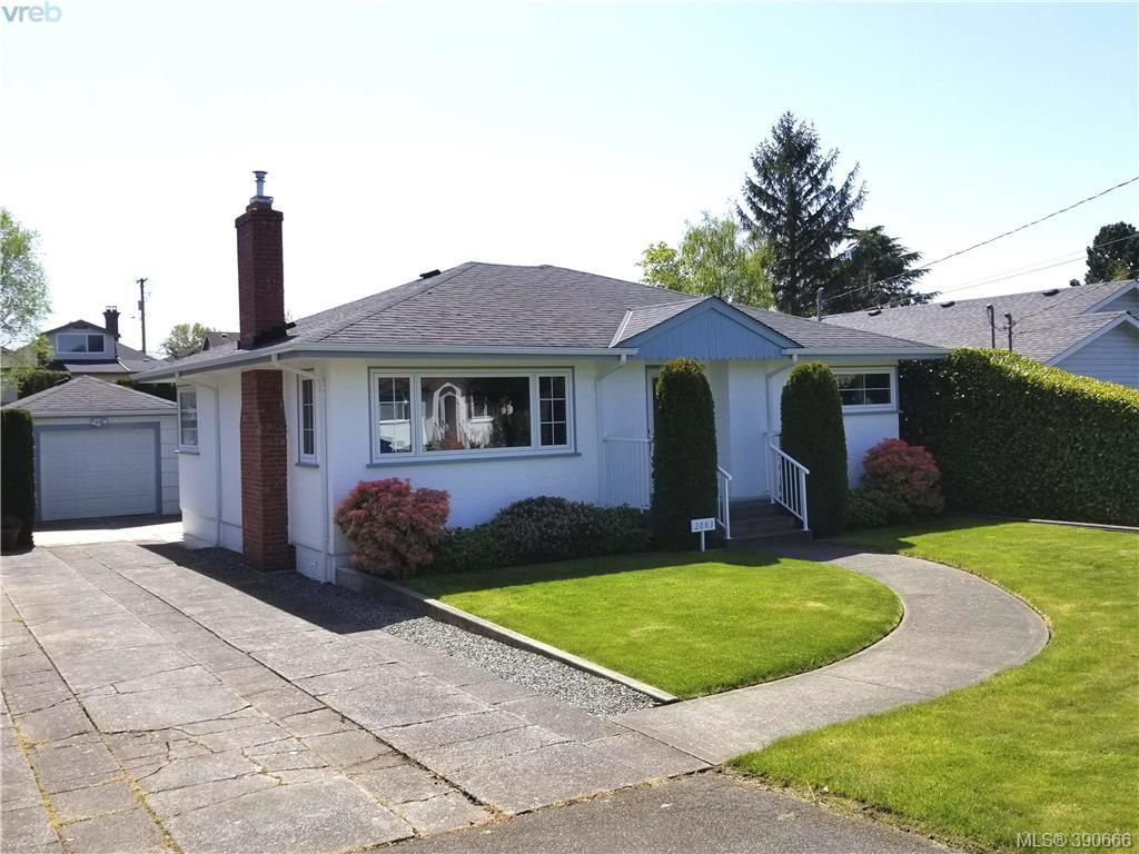 Main Photo: 2063 Kings Road in VICTORIA: OB Henderson Single Family Detached for sale (Oak Bay)  : MLS®# 390666