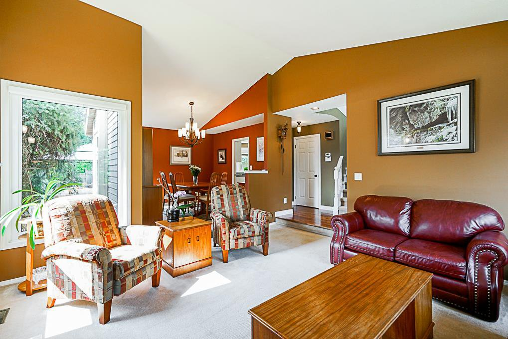 "Photo 3: Photos: 8034 150 Street in Surrey: Bear Creek Green Timbers House for sale in ""Mourningside Estates"" : MLS®# R2293254"