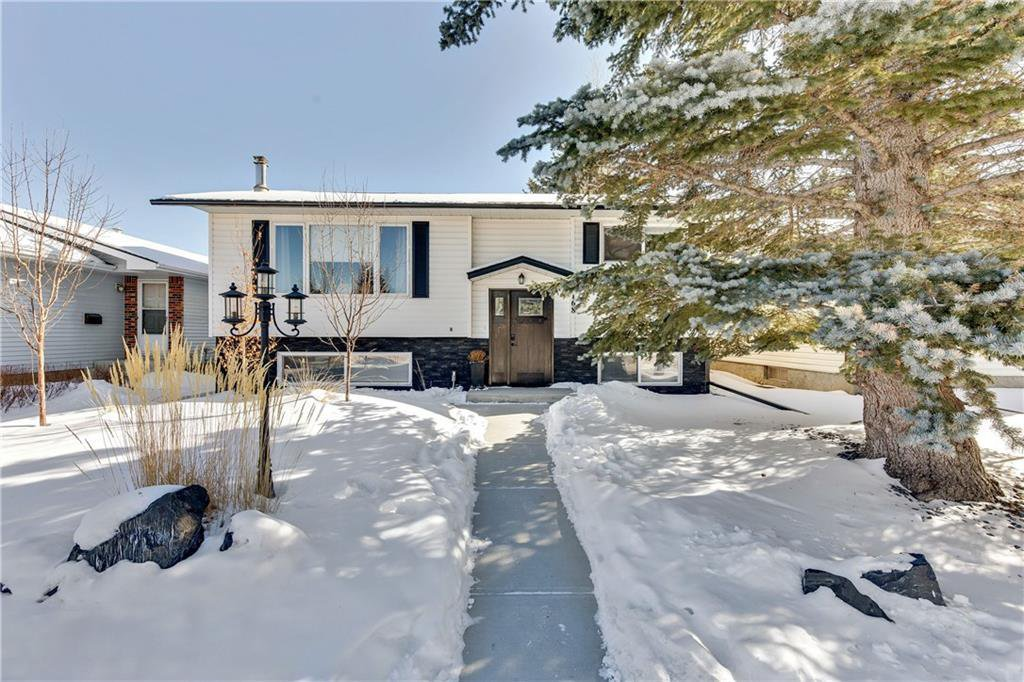 Main Photo: 168 BRACEWOOD Road SW in Calgary: Braeside Detached for sale : MLS®# C4232286