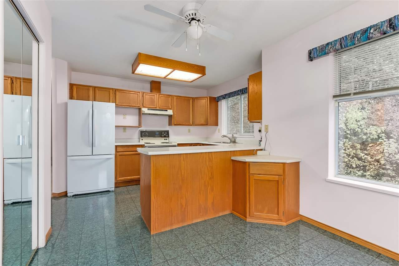 """Photo 13: Photos: 111 6841 138 Street in Surrey: East Newton Townhouse for sale in """"Hyland Creek"""" : MLS®# R2376717"""