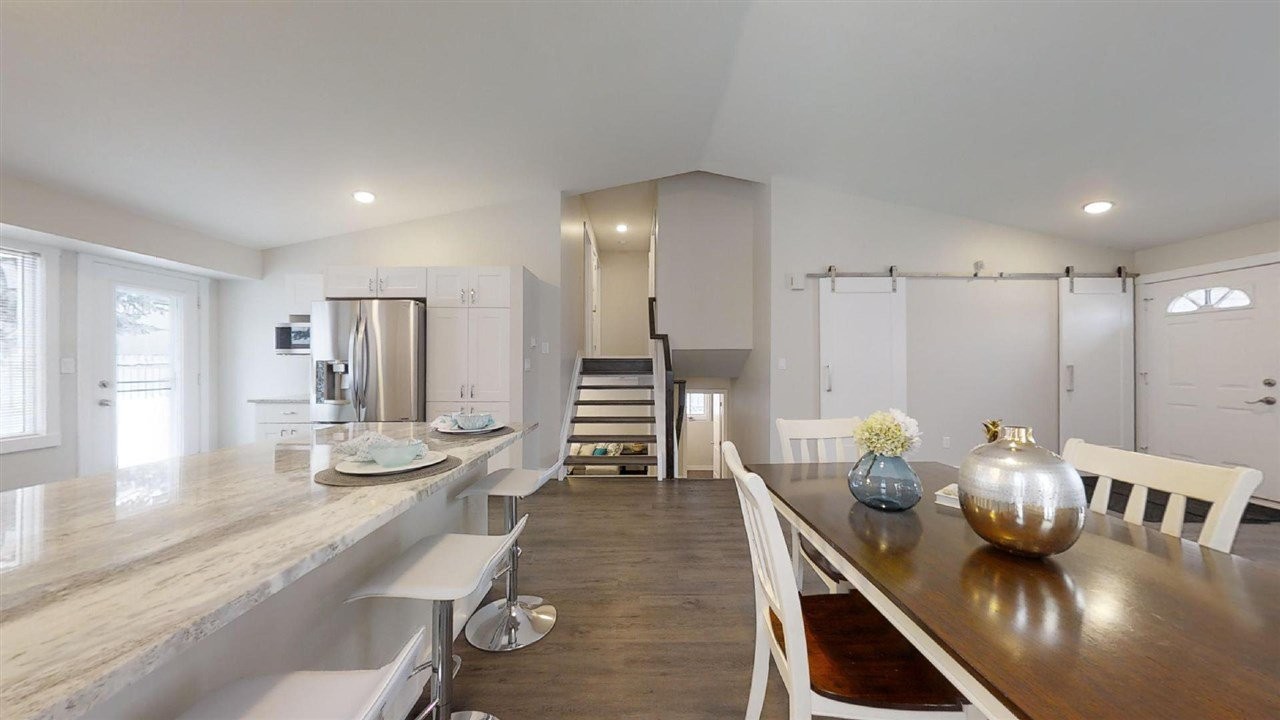 Main Photo: 3506 30 Avenue in Edmonton: Zone 29 House for sale : MLS®# E4185225