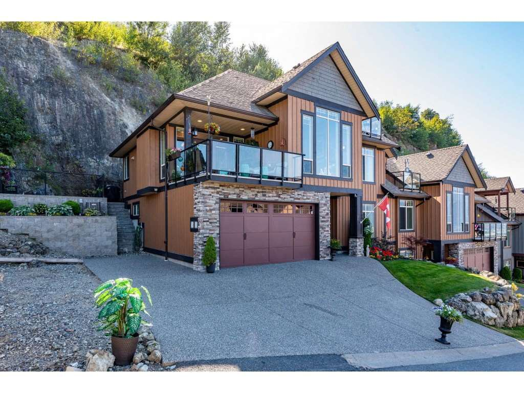 """Photo 2: Photos: 31 43540 ALAMEDA Drive in Chilliwack: Chilliwack Mountain Townhouse for sale in """"RETRIEVER RIDGE"""" : MLS®# R2488966"""