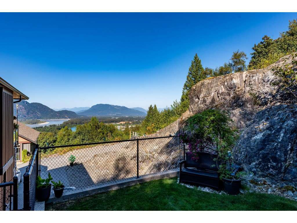 """Photo 38: Photos: 31 43540 ALAMEDA Drive in Chilliwack: Chilliwack Mountain Townhouse for sale in """"RETRIEVER RIDGE"""" : MLS®# R2488966"""