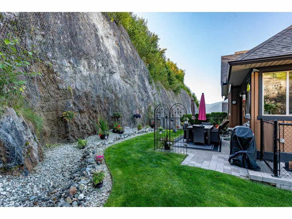"""Photo 40: Photos: 31 43540 ALAMEDA Drive in Chilliwack: Chilliwack Mountain Townhouse for sale in """"RETRIEVER RIDGE"""" : MLS®# R2488966"""