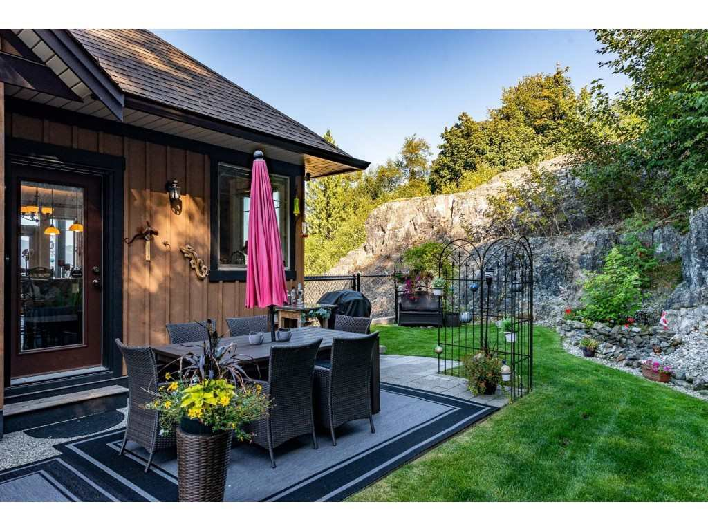 """Photo 36: Photos: 31 43540 ALAMEDA Drive in Chilliwack: Chilliwack Mountain Townhouse for sale in """"RETRIEVER RIDGE"""" : MLS®# R2488966"""