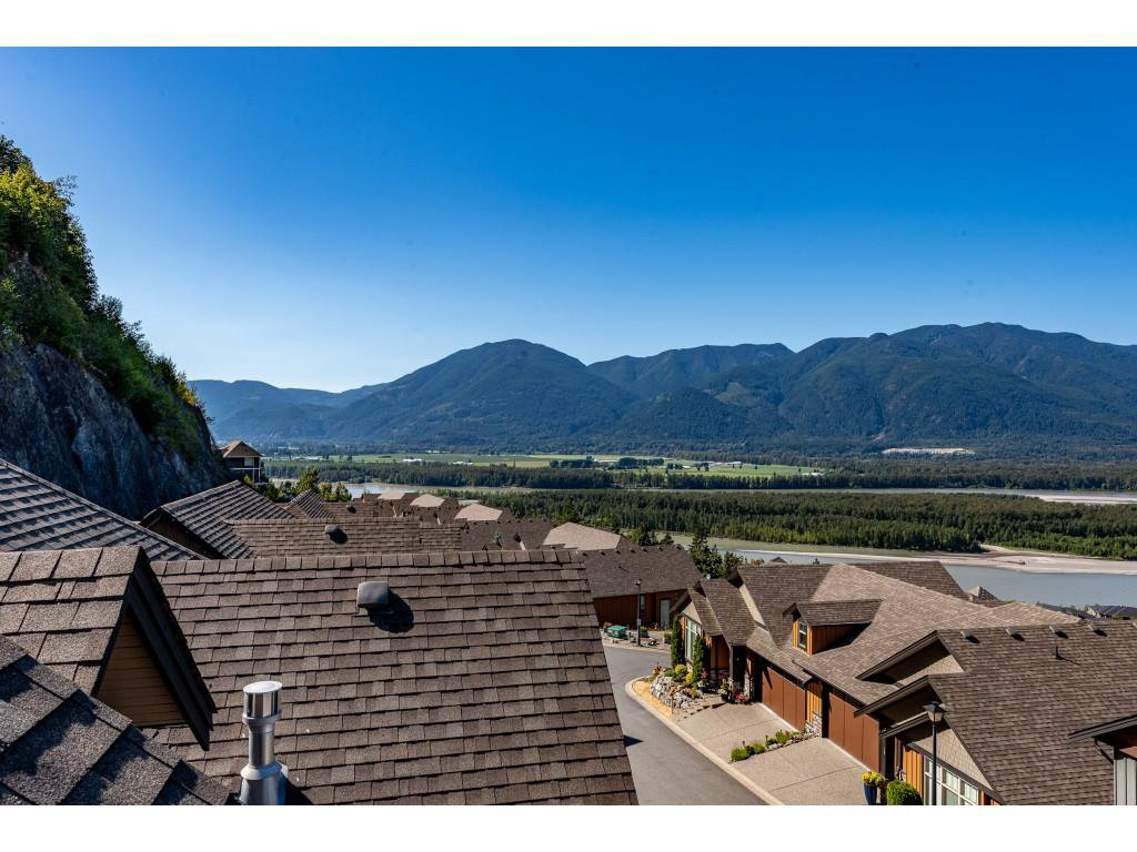 """Photo 33: Photos: 31 43540 ALAMEDA Drive in Chilliwack: Chilliwack Mountain Townhouse for sale in """"RETRIEVER RIDGE"""" : MLS®# R2488966"""