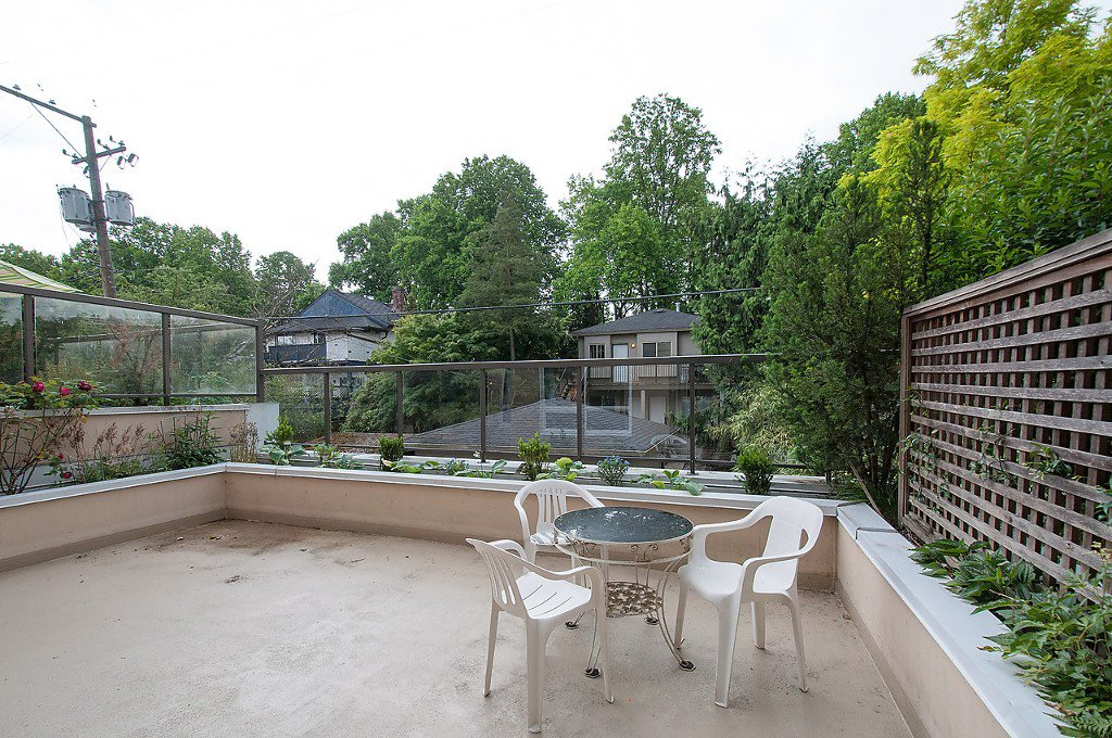 """Photo 5: Photos: 208 3638 W BROADWAY in Vancouver: Kitsilano Condo for sale in """"CORAL COURT"""" (Vancouver West)  : MLS®# V1127113"""
