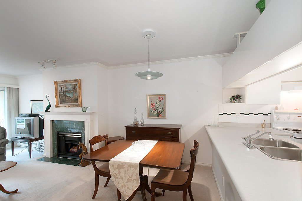 """Photo 9: Photos: 208 3638 W BROADWAY in Vancouver: Kitsilano Condo for sale in """"CORAL COURT"""" (Vancouver West)  : MLS®# V1127113"""