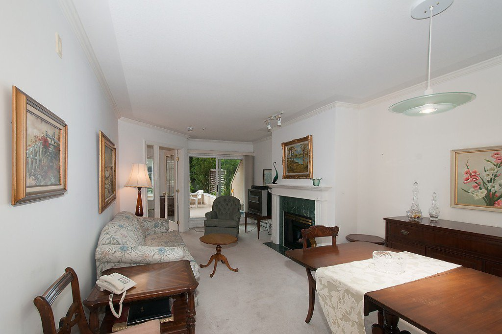"""Photo 2: Photos: 208 3638 W BROADWAY in Vancouver: Kitsilano Condo for sale in """"CORAL COURT"""" (Vancouver West)  : MLS®# V1127113"""
