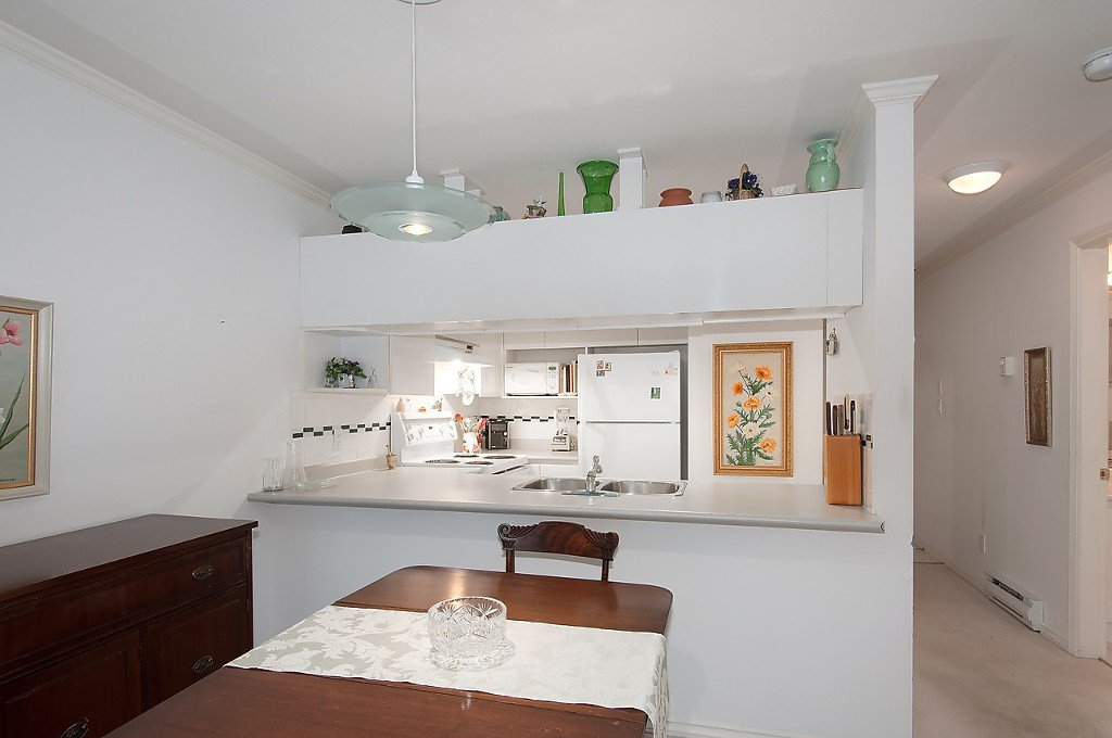 """Photo 10: Photos: 208 3638 W BROADWAY in Vancouver: Kitsilano Condo for sale in """"CORAL COURT"""" (Vancouver West)  : MLS®# V1127113"""