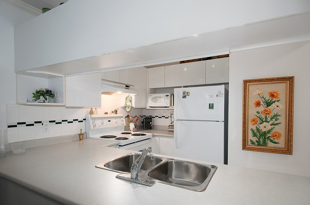 """Photo 12: Photos: 208 3638 W BROADWAY in Vancouver: Kitsilano Condo for sale in """"CORAL COURT"""" (Vancouver West)  : MLS®# V1127113"""