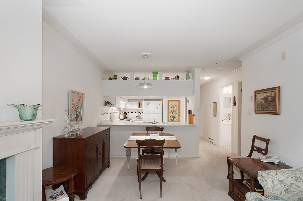 """Photo 8: Photos: 208 3638 W BROADWAY in Vancouver: Kitsilano Condo for sale in """"CORAL COURT"""" (Vancouver West)  : MLS®# V1127113"""