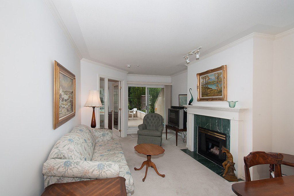 """Photo 3: Photos: 208 3638 W BROADWAY in Vancouver: Kitsilano Condo for sale in """"CORAL COURT"""" (Vancouver West)  : MLS®# V1127113"""