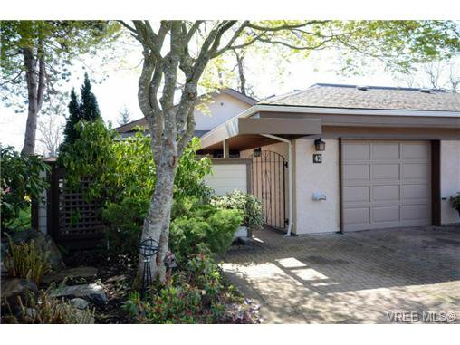 Main Photo: 42 901 Kentwood Lane in VICTORIA: SE Broadmead Townhouse for sale (Saanich East)  : MLS®# 363021