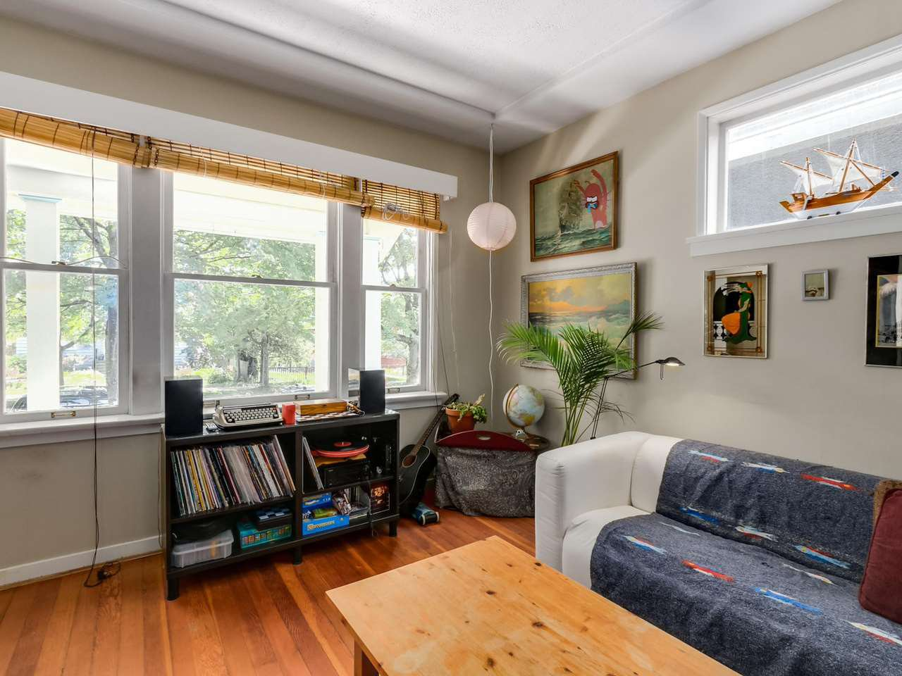"""Photo 4: Photos: 835 E 19TH Avenue in Vancouver: Fraser VE House for sale in """"CEDAR COTTAGE"""" (Vancouver East)  : MLS®# R2071745"""