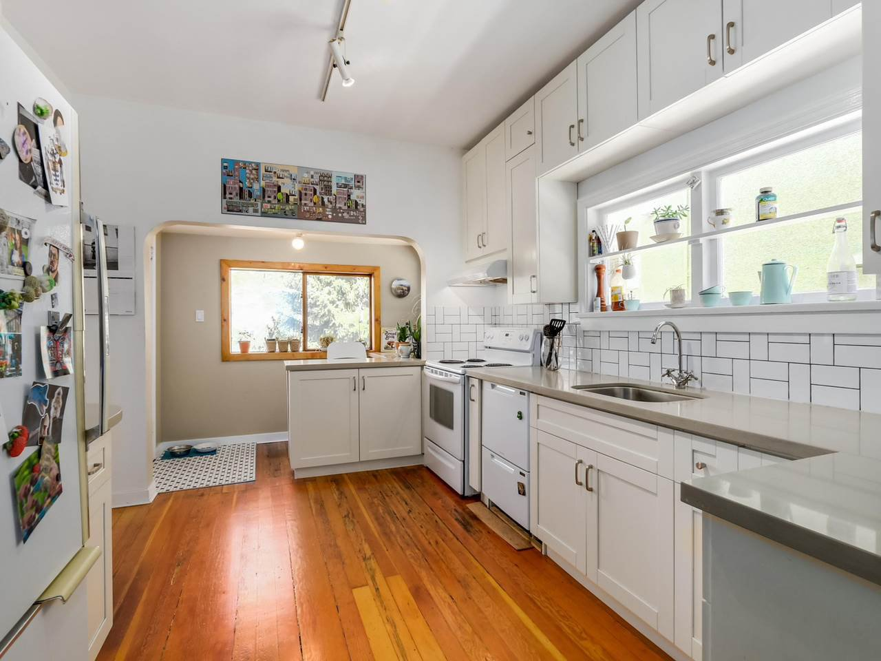 """Photo 6: Photos: 835 E 19TH Avenue in Vancouver: Fraser VE House for sale in """"CEDAR COTTAGE"""" (Vancouver East)  : MLS®# R2071745"""